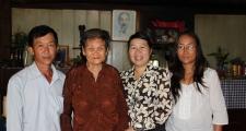 Tổ chức thăm và tặng quà mẹ Việt Nam anh hùng nhân dịp kỷ niệm 65 năm ngày thương binh liệt sỹ