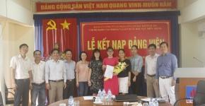 Lễ kết nạp đảng viên mới cho quần chúng Lê Thị Quyên